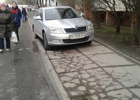"""""""Автохам"""" обурив пішоходів (ФОТО)"""