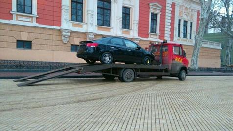 """Автохам відзначився """"п'яним"""" стилем паркування"""