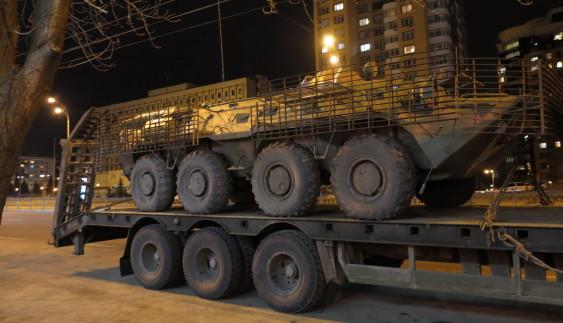 Які автомобілі возять бронетехніку в Україні