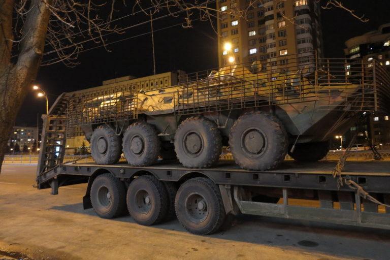 kakie-avtomobili-vozyat-bronetekhniku-v-ukraine_2