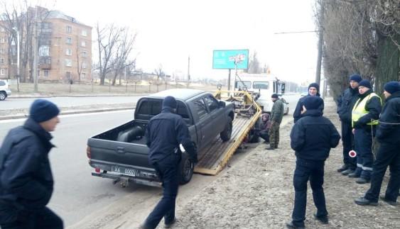 Поліцейські починають вилучати авто у добровольчих батальйонів