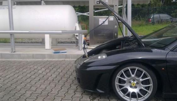 Такого ви ще не бачили: суперкар Ferrari з газобалонним обладнанням
