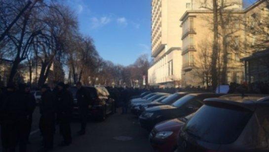У Києві стався інцидент за участю дівчини-поліцейського