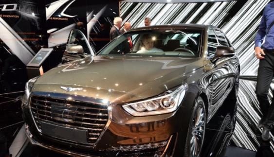 Новий Genesis G90 вражає публіку на автомобільному салоні Женева 2016