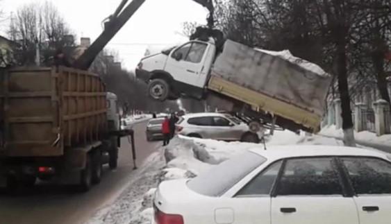 Найжорсткіша евакуація автомобіля (відео)
