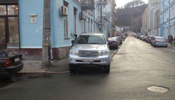 """У Києві авто """"водія-жлоба"""" евакуювала поліція"""