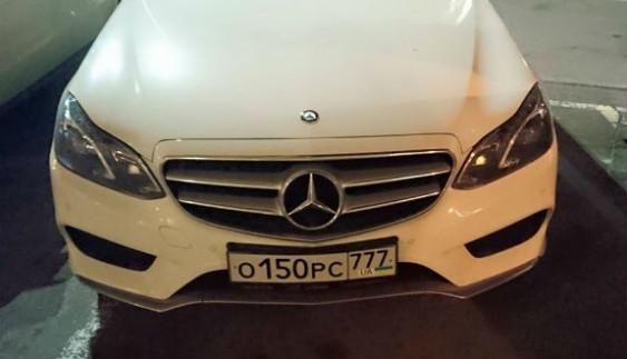 В Україні власник машини на російських номерах замаскувався під українця
