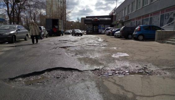 Кияни хочуть купувати танки: їхні авто не витримують столичні дороги