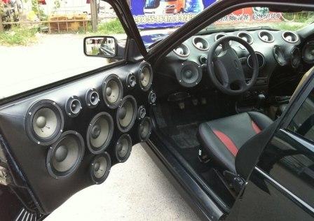 В Італії голосна музика в авто карається кримінальним кодексом