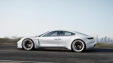 Коли криза не перешкода: в Україні помітили гоночний автомобіль компанії Porsche (ФОТО)