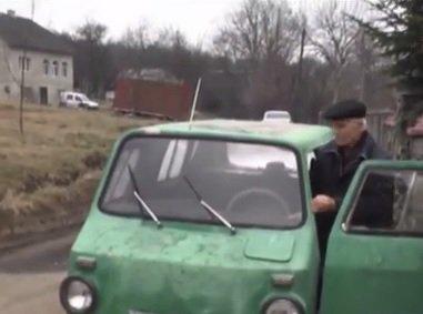 """В Україні помітили унікальну машину-амфібію на базі """"Запорожця"""""""