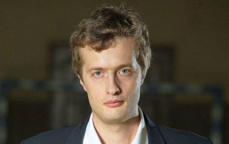 У той час, коли на Майдані гинули люди, син Порошенка купував дороге авто