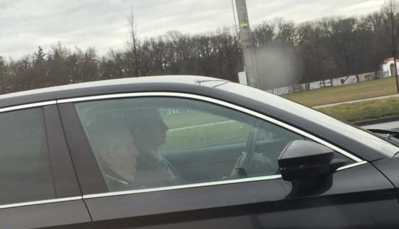 Новина однією картинкою: президент Чехії на автомобілі стоїть в пробці