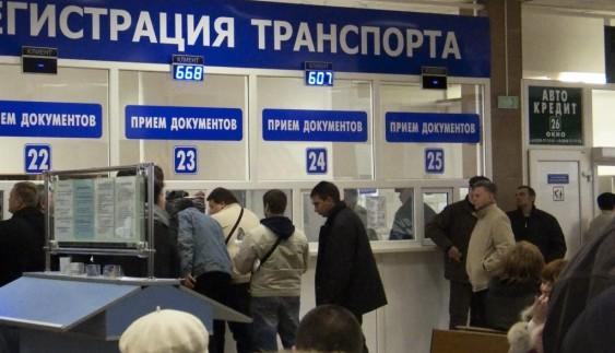 Активіст розповіла про черги та хабарі в кримських МРЕВ (відео)
