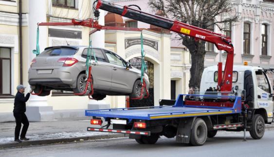 Евакуація авто в Україні: обороти ростуть