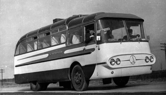 ЛАЗ 698 Карпати-1 – дослідний автобус півтораповерхового компонування
