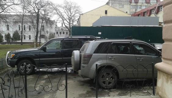 Цар дороги! Купив джип і паркуюся, де хочу