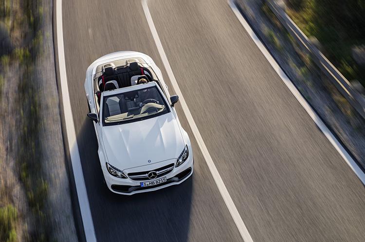 Mercedes-AMG C 63 S Cabriolet( A 205); 2016;Exterieur: designo diamantweiß bright; Interieur: AMG Leder Nappa platinweiß pearl/schwarz;Kraftstoffverbrauch kombiniert (l/100 km):  8,9, CO2-Emissionen kombiniert (g/km): 208;exterior: designo diamond white bright; interior: AMG nappa leather platinium white pearl/black;Fuel consumption, combined (l/100 km):   8.9CO2 emissions, combined (g/km):  208