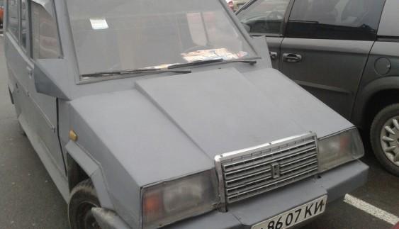 Гірше не буде: в Києві засвітився саморобний ВАЗ (ФОТО)