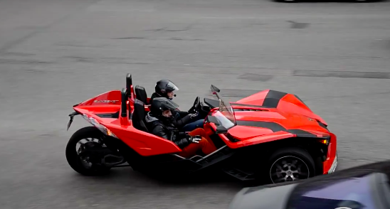 У Києві засвітився триколісний суперкар Polaris Slingshot (відео)