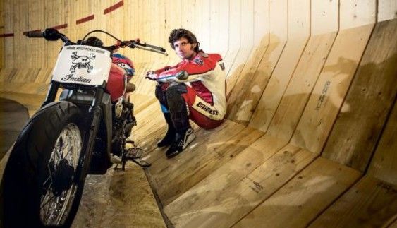 Британський мотоцикліст встановив рекорд швидкості на «Стіні смерті» (відео)