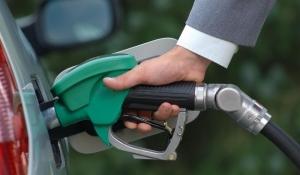 Українці віддають перевагу дешевому бензину