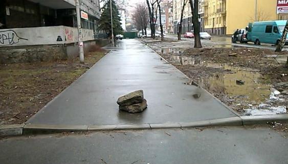 Винахід від киян: як заборонити водіям заїжджати на тротуари