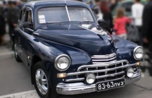 У Луганську повністю розграбували колекцію автомобілів