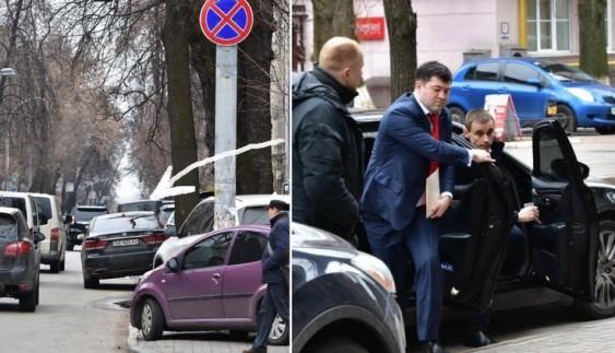 Чиновник припаркувався під заборонним знаком одразу біля Адміністрації Президента