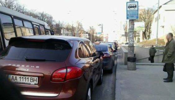 """У Києві водій став переможцем конкурсу """"Паркуюсь, як мудак"""""""