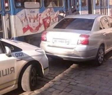 Поліцейські оштрафували службове авто мера міста (фото)