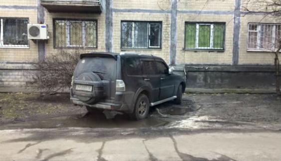 """У київських """"героїв паркування"""" нова мода (ФОТО)"""