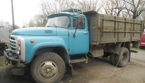 Вражаюче видовище: вантажівка ЗІЛ-157 дивує стилем їзди
