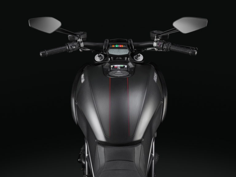 Ducati-Diavel-42