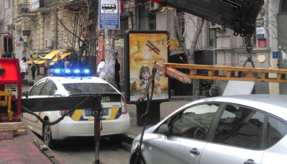Поліція масово штрафує українців за порушення правил паркування