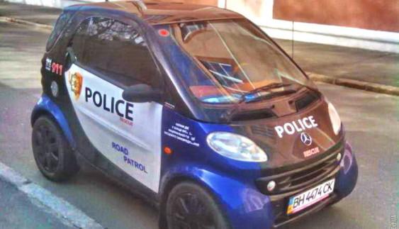 В Україні помітили дуже незвичайну поліцейську машину