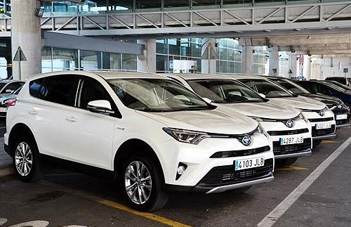 Для патрульної поліції закуплять гібридні Toyota RAV4