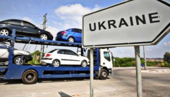 Війна, а з Росії масово «пливуть» дешеві авто