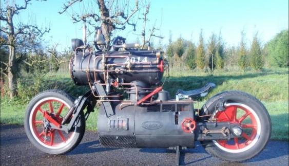 """""""Чорна перлина"""" – мотоцикл на паровій тязі"""