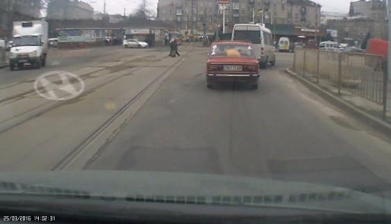 Як в Україні порушують ПДР на очах у поліцейських
