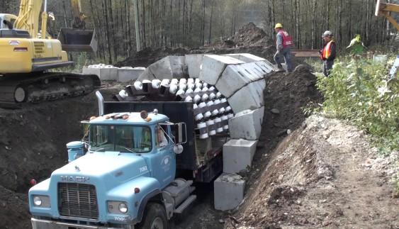 Дивовижна вантажівка, здатна за добу побудувати тунель (відео)