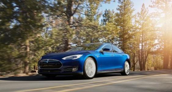 Відео дня: водій безпілотного Tesla Model S спить за кермом