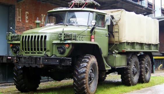 Тюнінг вантажівки Урал-4320 в стилі мінімалізму