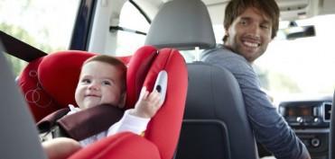 З якого віку можна возити дитину на передньому сидінні?