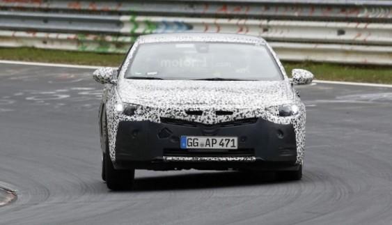 Opel вивів на тести нову Insignia