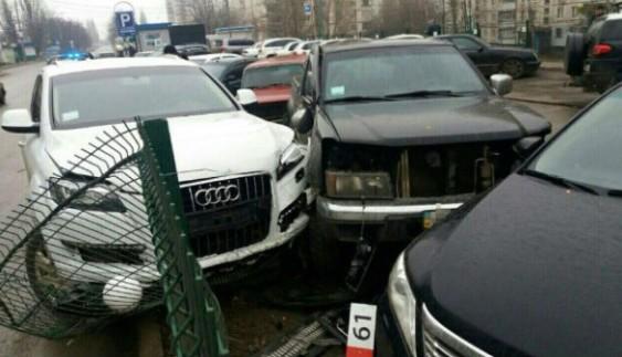 П'яна дівчина-водій на Audi розбила шість авто
