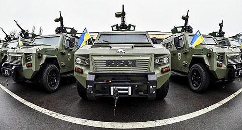 На якому авто Міністр оборони України їздив на передову
