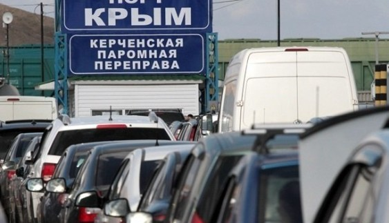 Машини на українських номерах перестали пускати до Криму