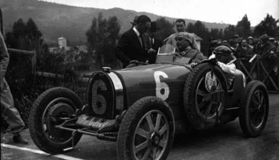 Авто зі звалища: неймовірна знахідка в старому гаражі (ФОТО)