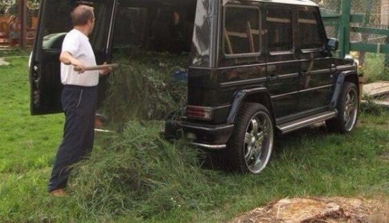 """Mercedes """"кубик"""" перетворили на сільській віз (ФОТО)"""